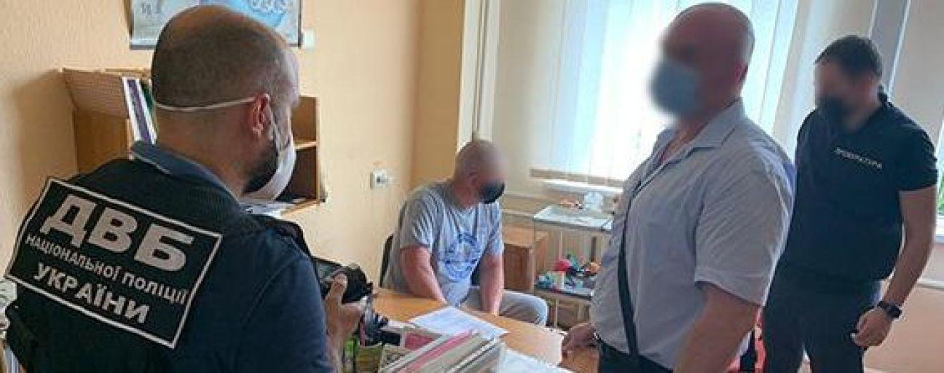 Відбирали товар у наркоторговців і збували його самі: двом поліцейським Харківської області оголошено про підозру