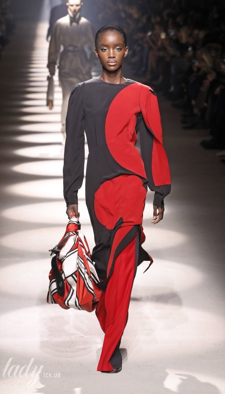 Колекція Givenchy прет-а-порте сезону осінь-зима 2020-2021 @ East News