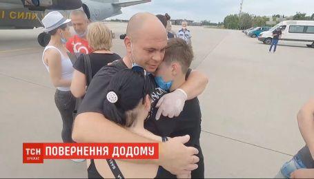 Після полону в Лівії додому повернулися українські моряки