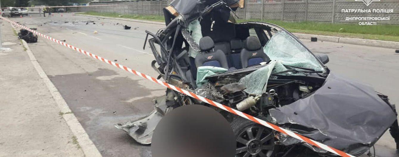 """Втікав від поліції і врізався в """"Газель"""": у Дніпрі внаслідок ДТП загинув водій"""