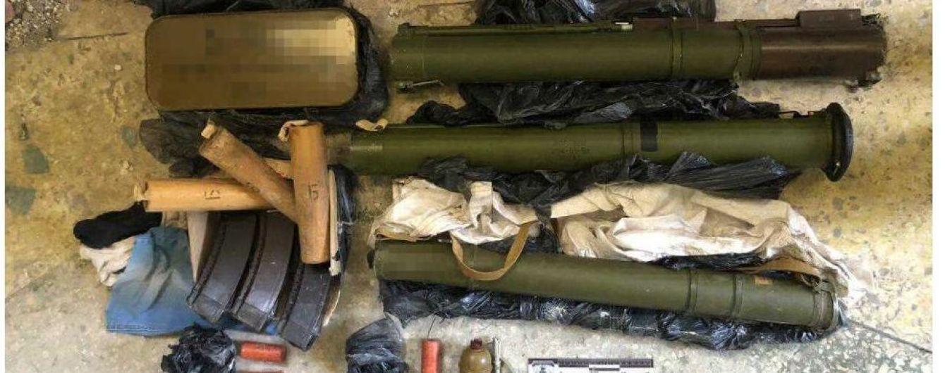В Одеській області викрили схованку зі зброєю та боєприпасами