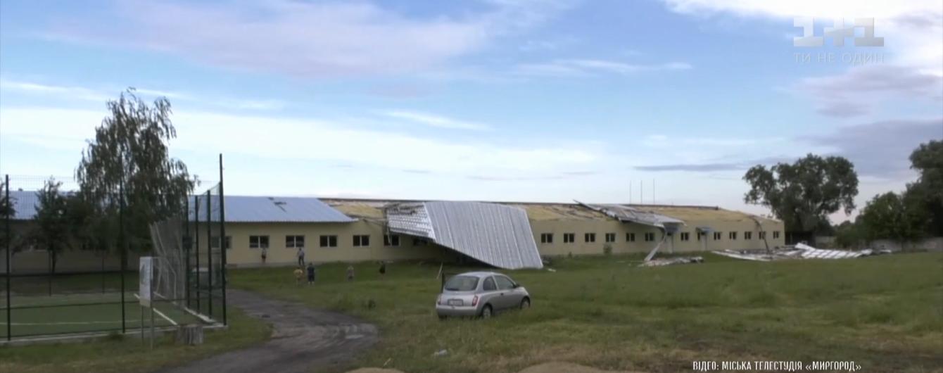 Сорванные крыши и поваленные деревья: ураган натворил вред в Полтавской области