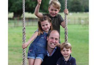 В честь именинника: Кенсингтонский дворец поделился милым снимком принца Уильяма с тремя детьми