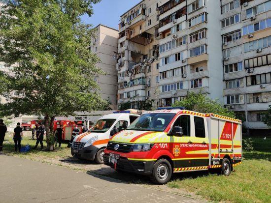 Кількість жертв вибуху в багатоповерхівці у Києві зросла: відео з місця події