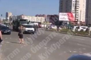 В Киеве Нацгвардия попала в ДТП возле дома, где прогремел взрыв