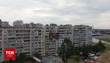 Який вигляд має зруйнований вибухом будинок у Києві з висоти пташиного польоту