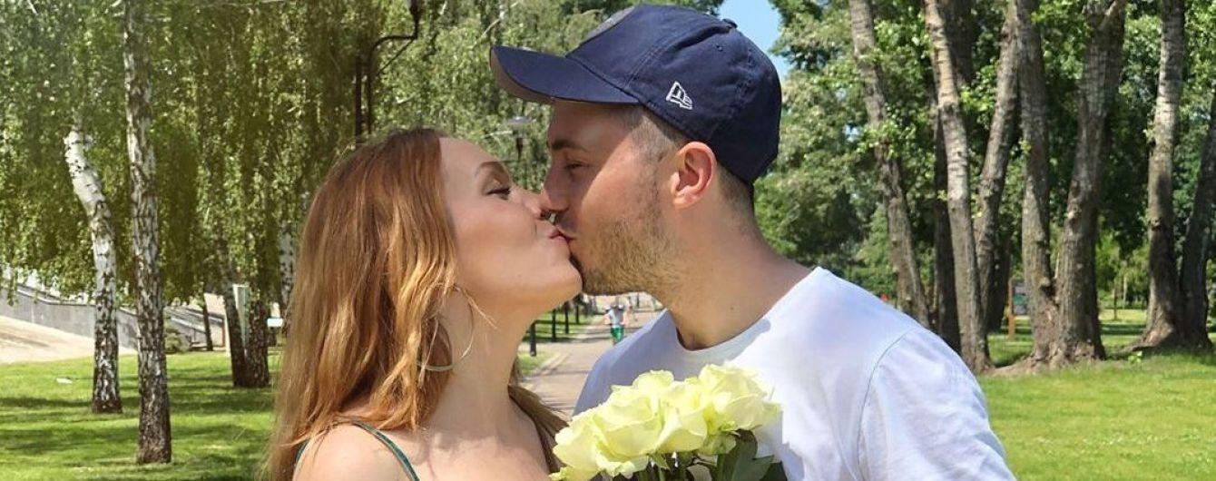 В третий раз беременная Alyosha трогательно поздравила Тараса Тополю с 33-летием