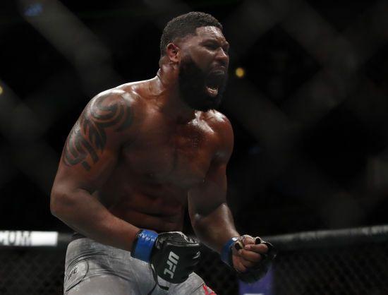 Американський боєць із приголомшливим рекордом переміг росіянина на турнірі UFC