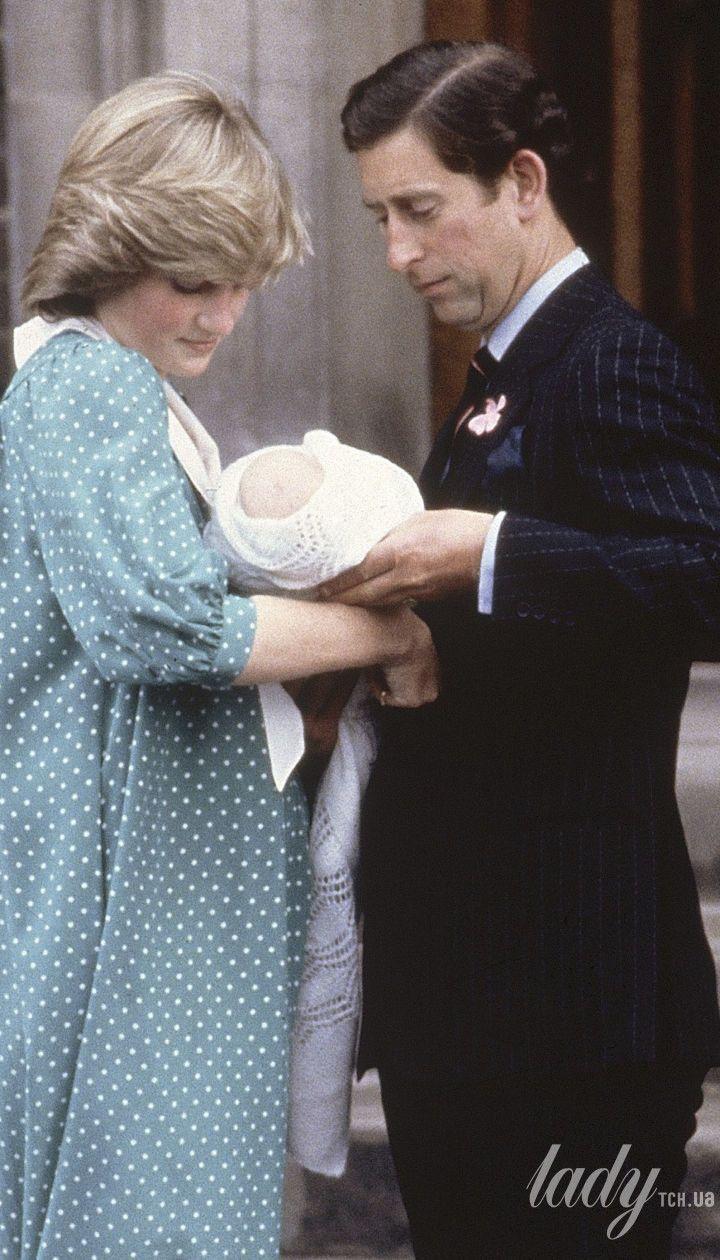 Принцесса Диана и принц Чарльз с принцем Уильямом