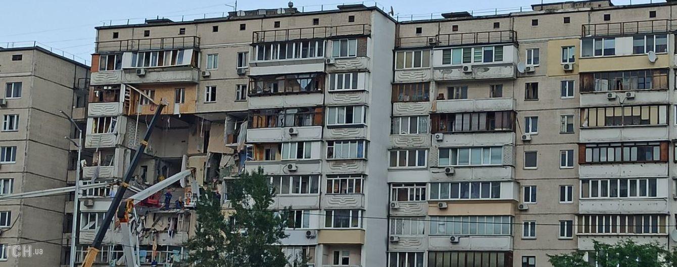 """""""Падало каміння, спускались скривавлені люди"""": очевидиця розповіла подробиці вибуху будинку в Києві"""