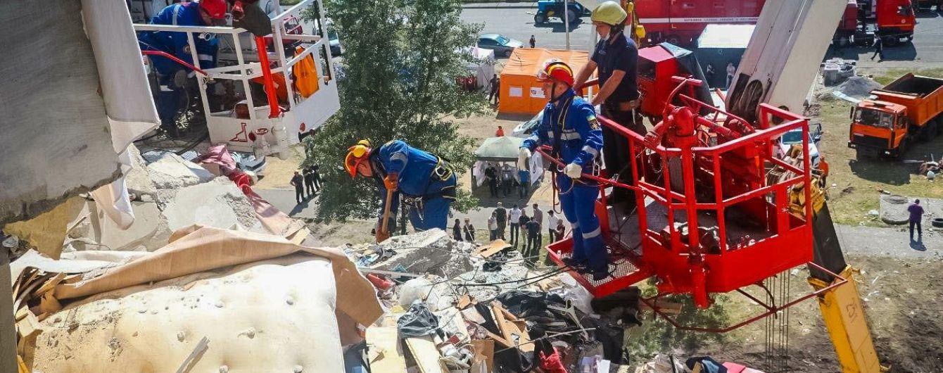 В Сети появилось видео изнутри разрушенного дома в Киеве