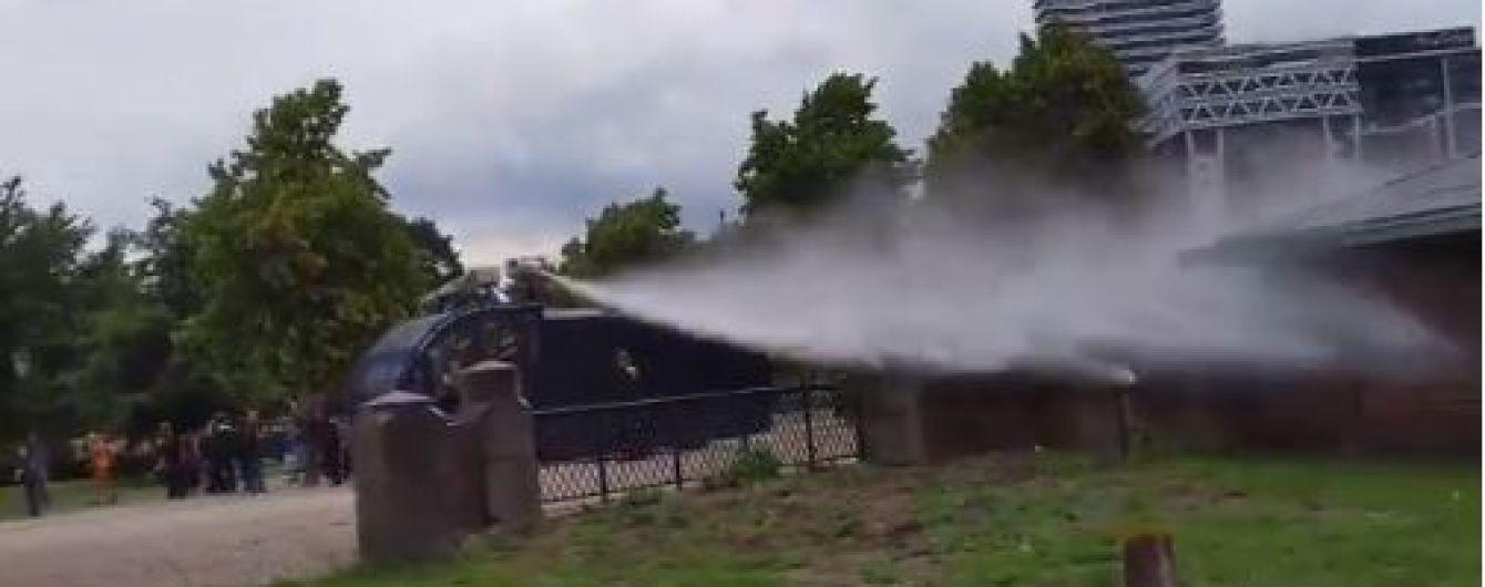 У Гаазі поліція застосувала водяні гармати, щоб зупинити заворушення під часантикарантинного протесту
