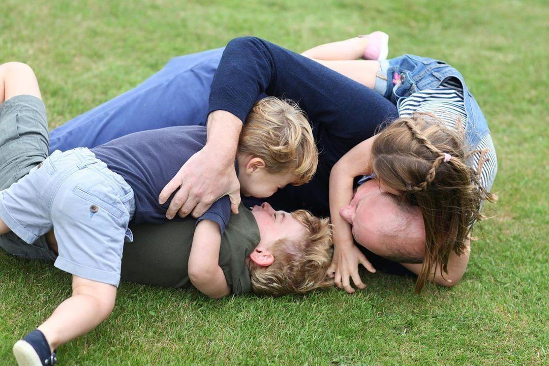 Принц Уильям с детьми_1