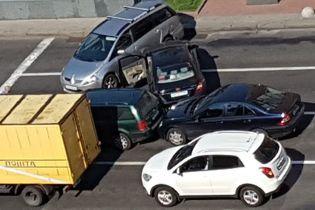 На Хрещатику заблоковано рух через масштабну ДТП