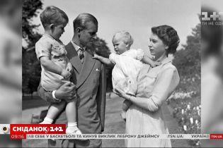 Монархи Великобритании растрогали сеть семейными фотографиями ко Дню отца