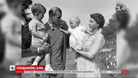 Монархи Великої Британії розчулили мережу сімейними світлинами до Дня батька