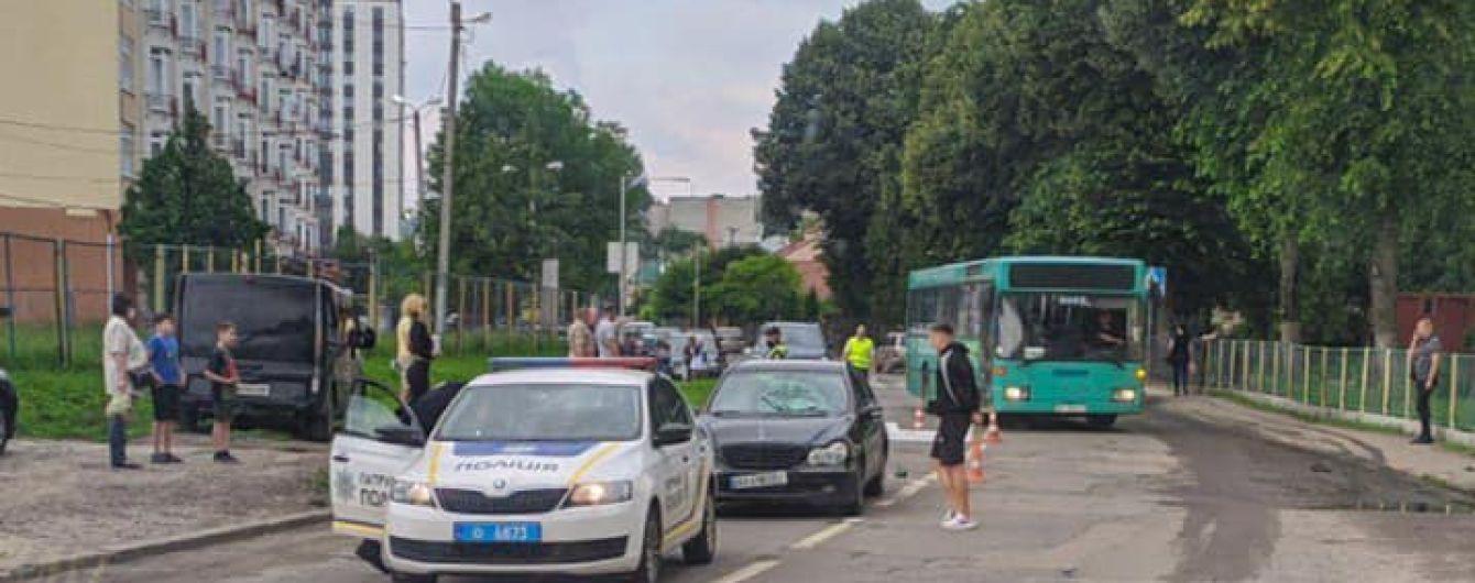 У Львові 23-річний водій Mercedes збив хлопчика з м'ячем: дитина в реанімації