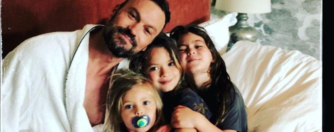 Брайан Остин Грин после разрыва с Меган Фокс насладился завтраком в кровати с сыновьями