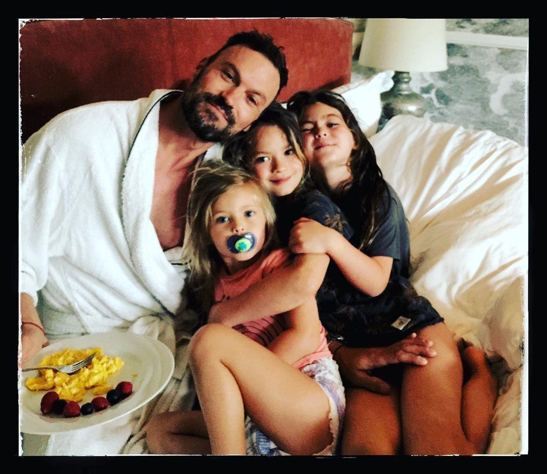 Браян Остін Грін з дітьми