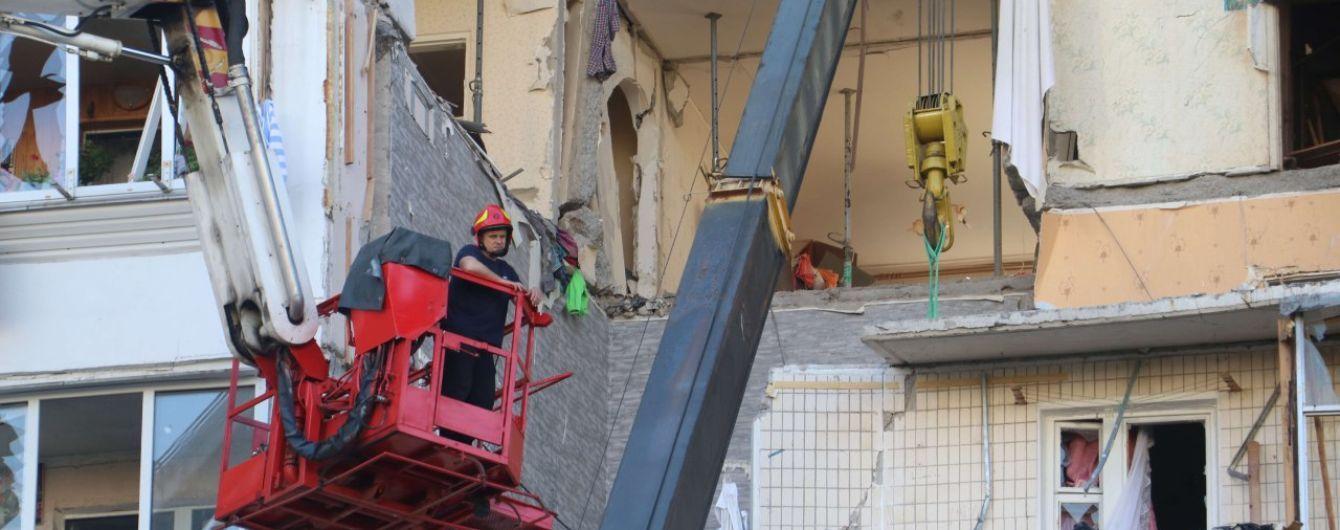 Взрыв в доме на Позняках: сколько людей еще может находиться под завалами