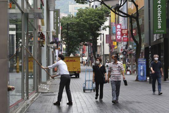 Другу хвилю коронавірусу зафіксували у Південній Кореї: названо джерело поширення інфекції