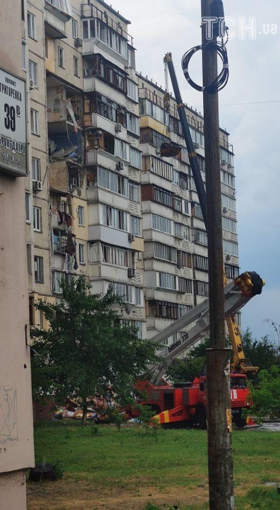 На столичних Позняках потужна злива тимчасово зупинила розбирання завалів будинку
