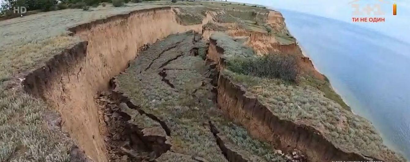 Возле курортного Коблево произошел масштабный полуторакилометровый обвал на побережье