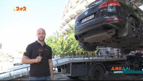 Днепровские автомобили за считанные секунды отправляются на штрафплощадки