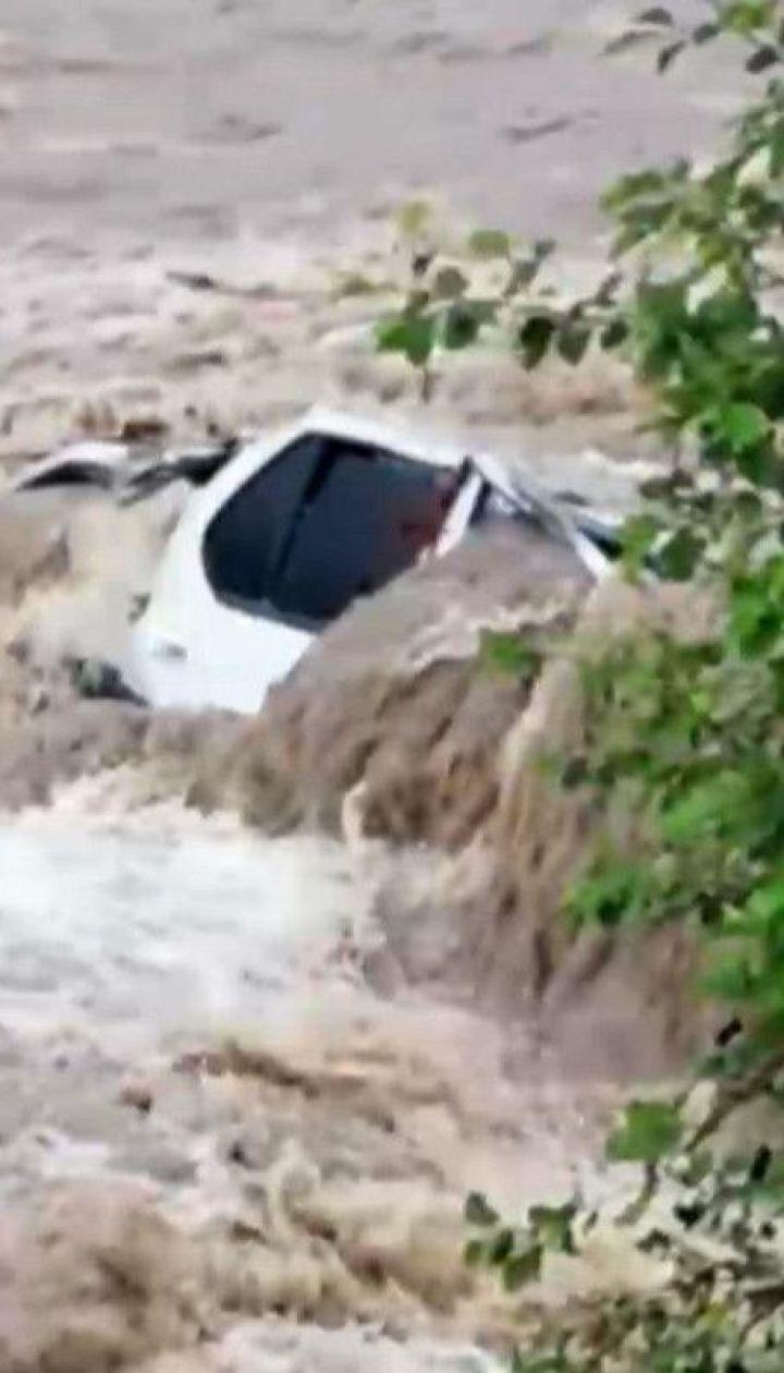 Буревії в Україні: зливи та вітер залишили по собі розруху у регіонах