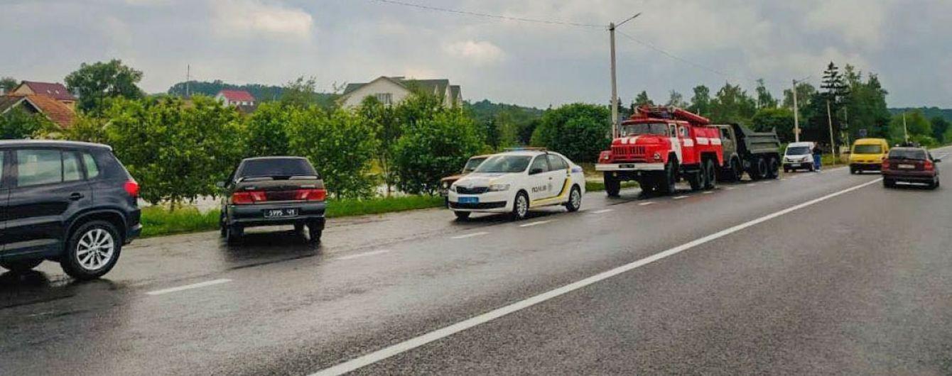На Буковине автодорогу Черновцы - Верховина подмыло, организован объезд