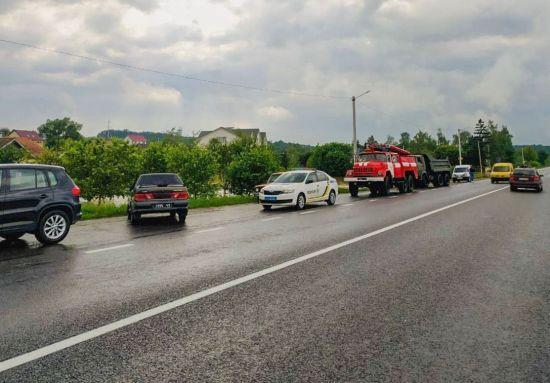 На Буковині автодорогу Чернівці - Верховина підмило, організований об'їзд