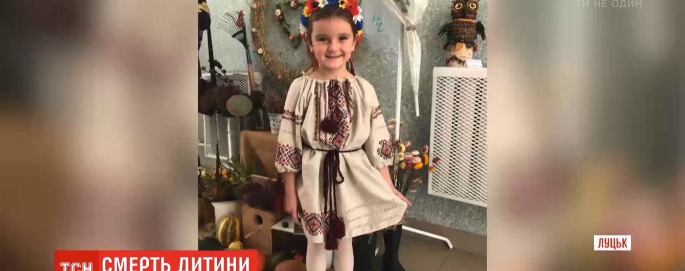 В Луцке родители 5-летней девочки, которая умерла от пневмонии, обвиняют врачей в халатности