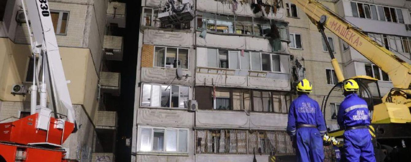 Вибух у Києві: рятувальники дістали з-під завалів будинку тіло п'ятого загиблого