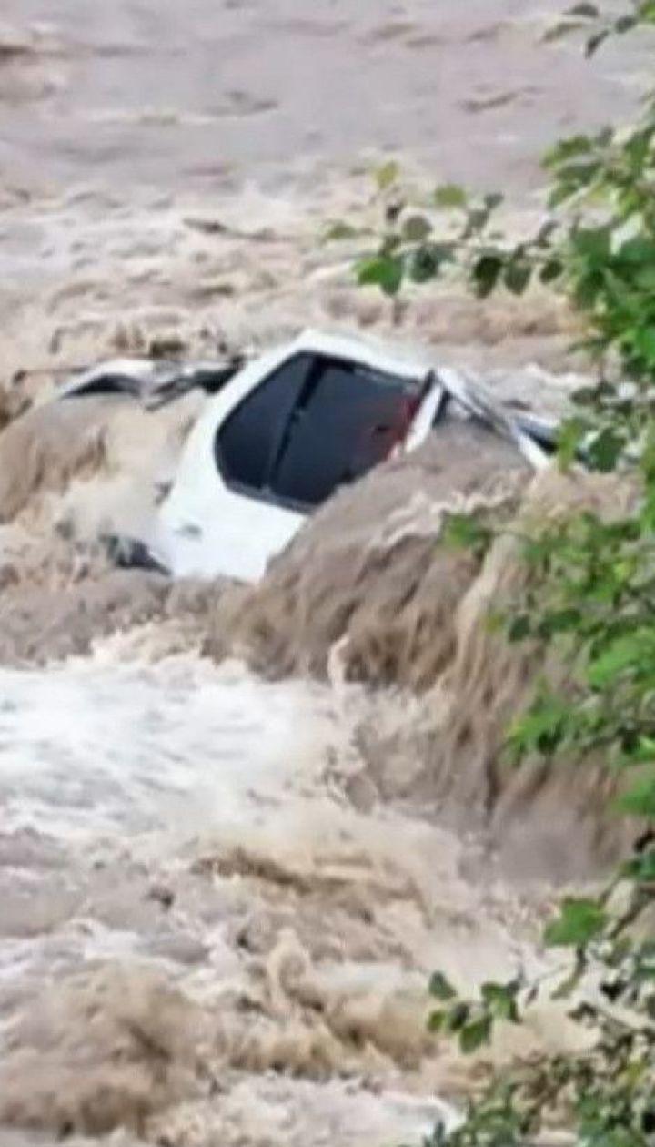 В Карпатах из-за непогоды погибли три человека
