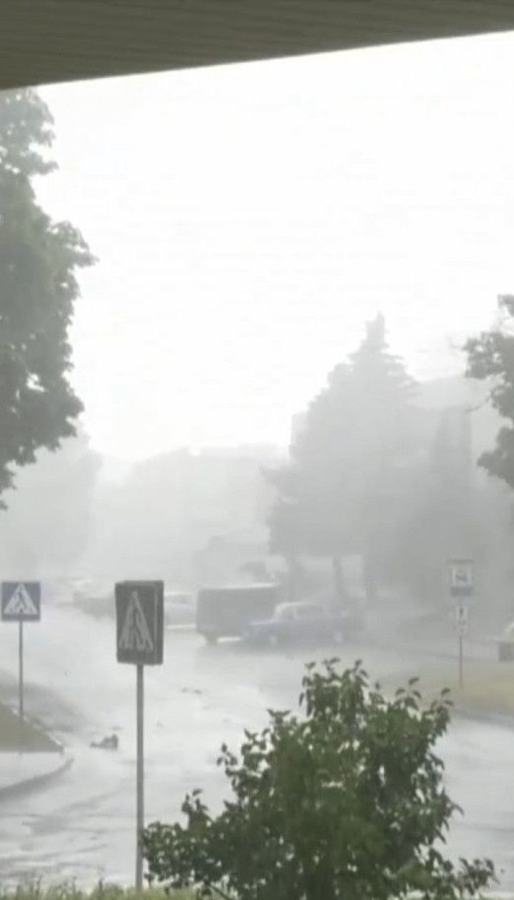 Синоптики попереджають про рясні опади по всій Україні
