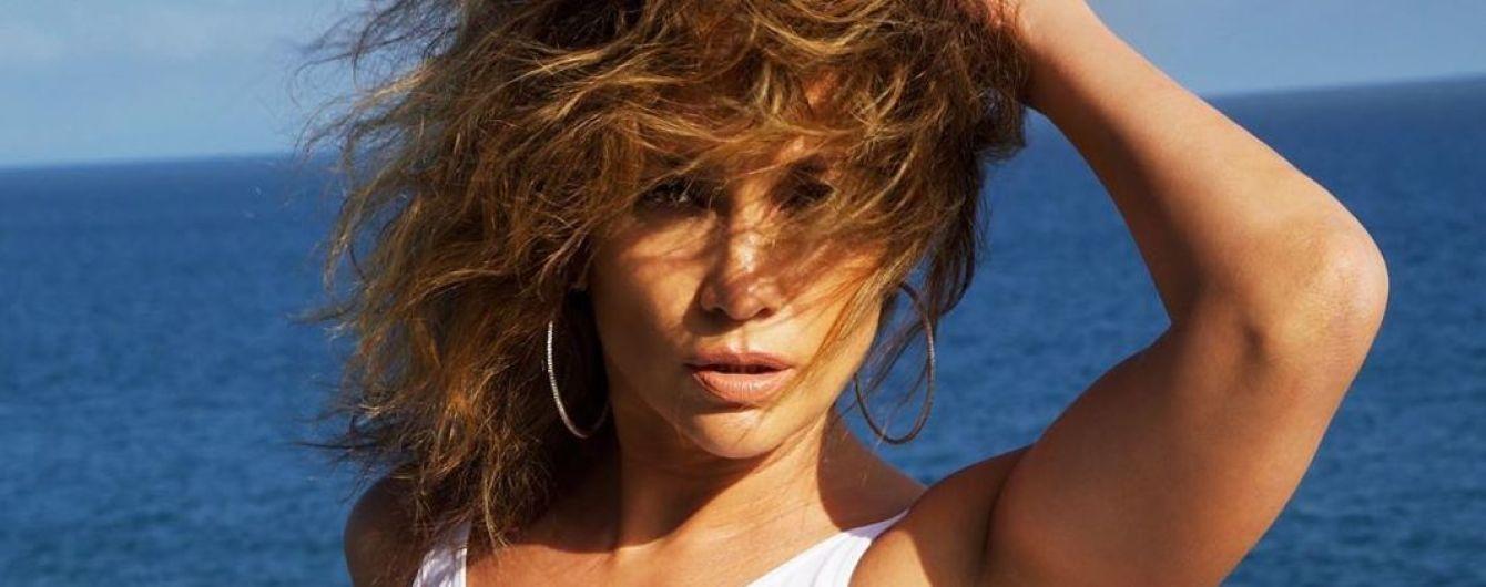 Зірки на відпочинку: Джей Ло похизувалася підтягнутою фігурою в білому купальнику