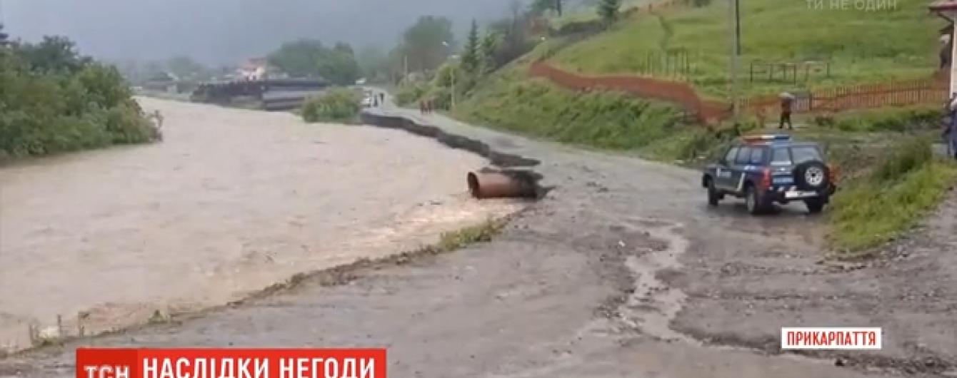 В Карпатах не утихают дожди: на Буковине ожидают усиление паводка
