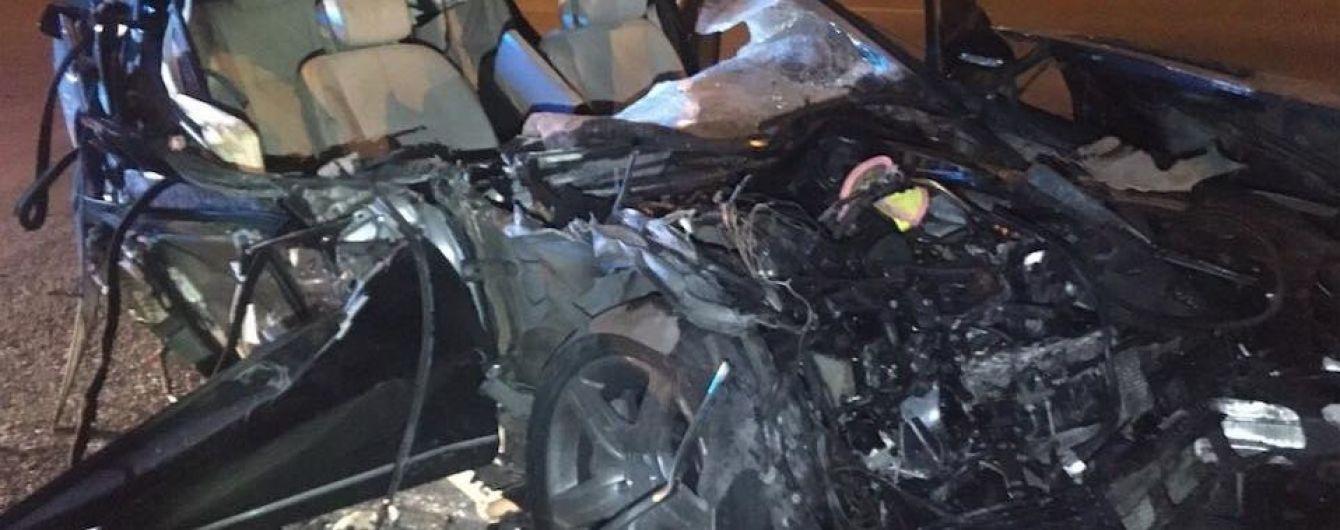 Заснув за кермом: у Києві водій розбив авто вщент після зіткнення з фурою