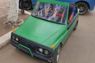 Українець власноруч створив електромобіль із джойстиком замість керма: відео
