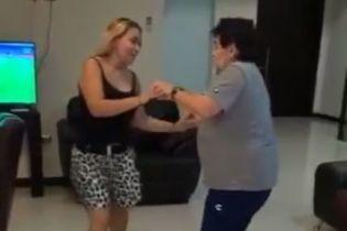 Показал голую задницу на камеру: скандальное видео Марадоны стало вирусным в соцсетях