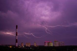 Град, шквали та сильні зливи: в Україні оголосили штормове попередження