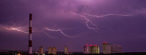 Град, шквалы и сильные ливни: в Украине объявили штормовое предупреждение