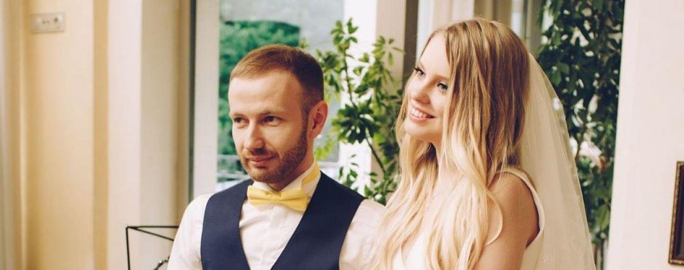 Денис Повалій на честь річниці шлюбу поділився зворушливими весільними фото