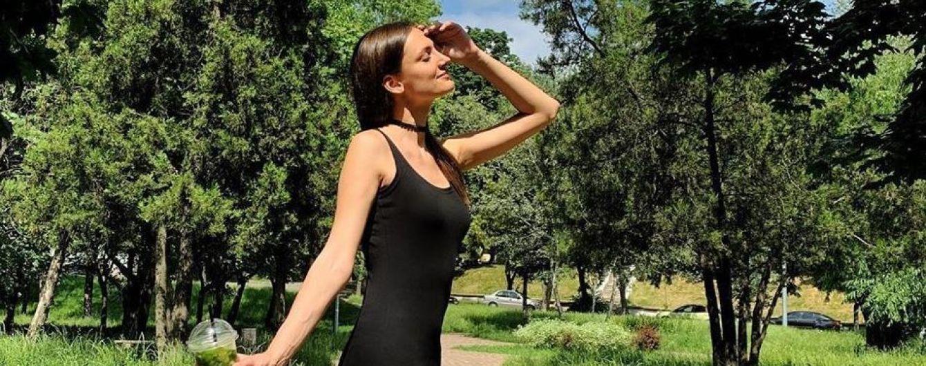 """В платье с высокими разрезами и с мохито: финалистка шоу """"Холостяк"""" на прогулке по Киеву"""