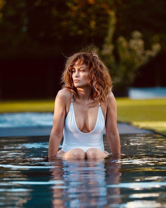 50-річна Дженніфер Лопес у купальнику похизувалася розкішною фігурою