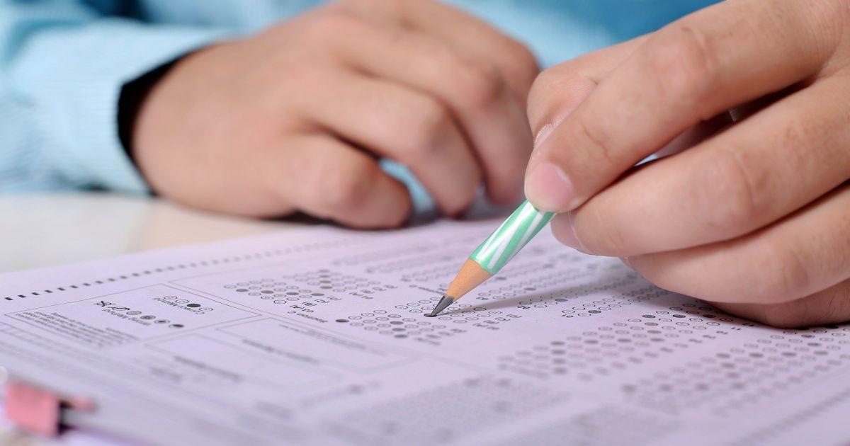 Украинский для чиновников: госслужащих на специальных экзаменах будут проверять на знание языка