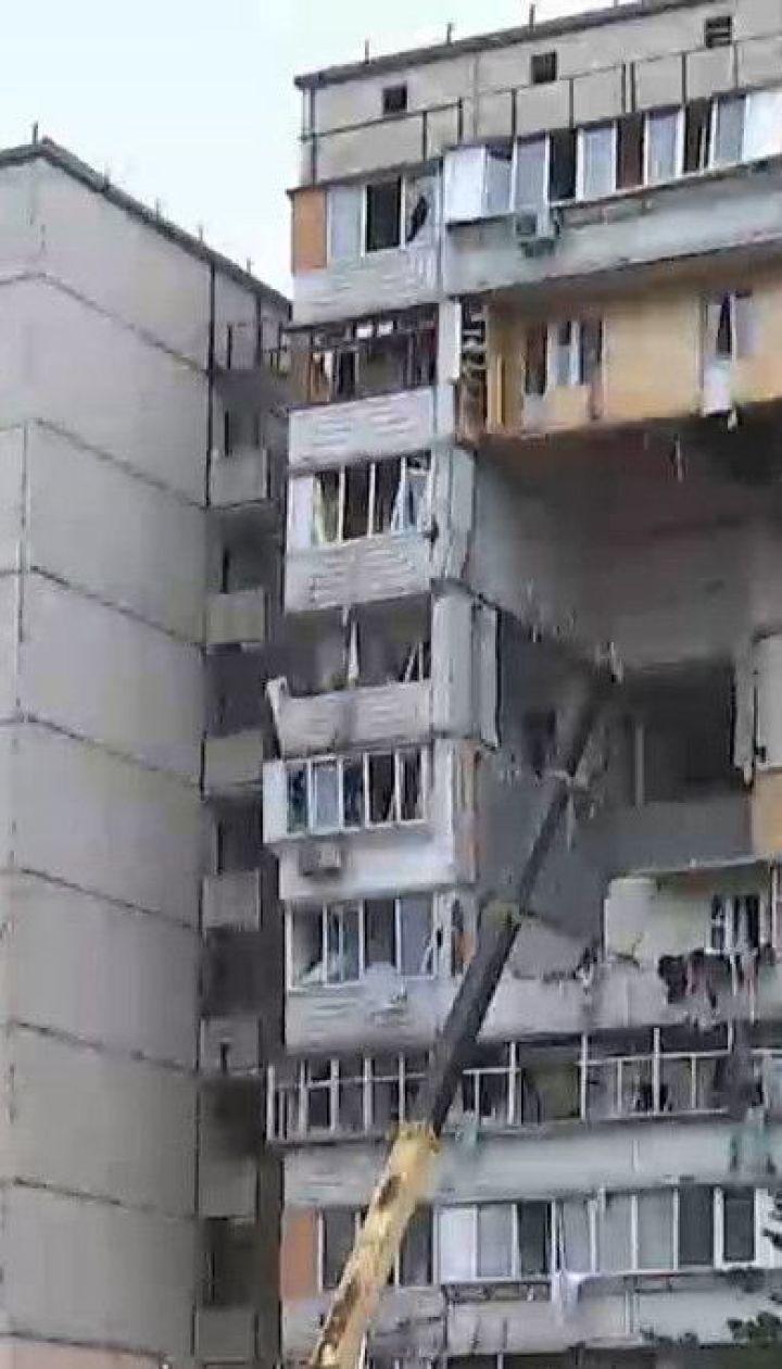 На столичних Позняках, де стався вибух, рятувальники закінчують роботи