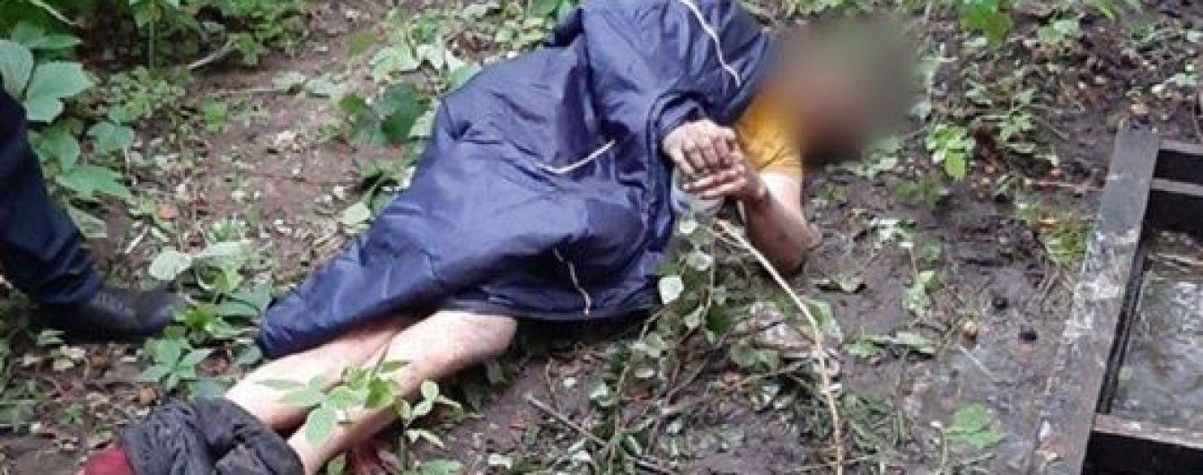 В Киеве мужчина три дня пролежал в кустах, потому что не мог подняться из-за боли в спине