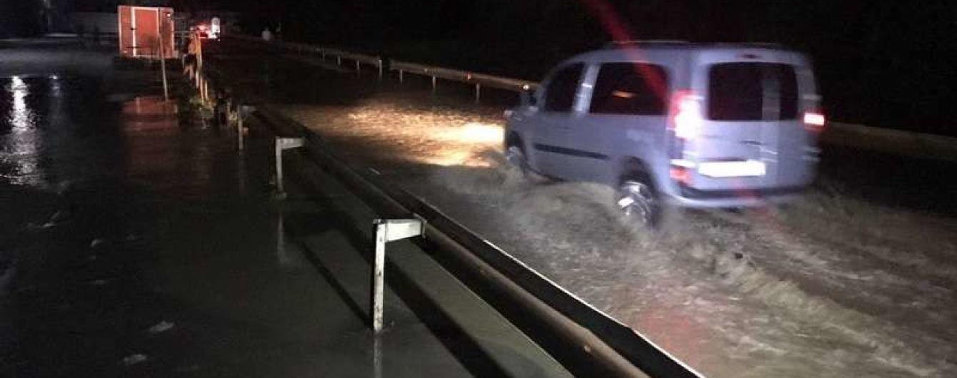Паводок на Буковині: у Чернівцях рівень води у річці Прут сягнув критичної позначки