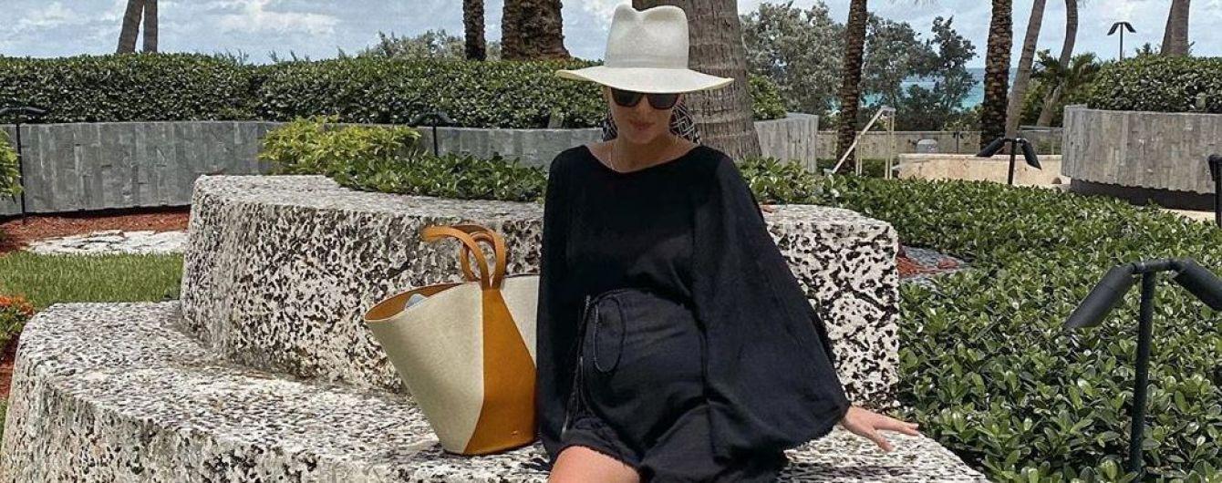 В черном мини и шляпе: беременная Олеся Стефанко ответила хейтерам